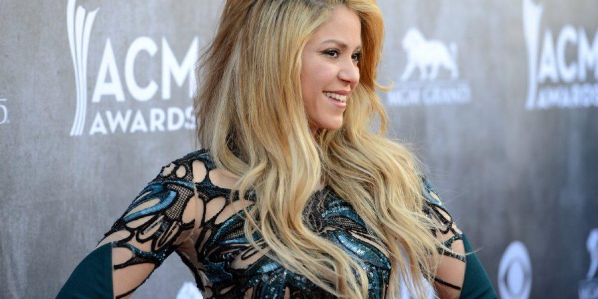 Galería: Shakira luce sus curvas con osado vestido en evento de Las Vegas