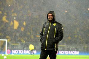 Klopp bajo la lluvia en Dortmund. Foto:AFP. Imagen Por: