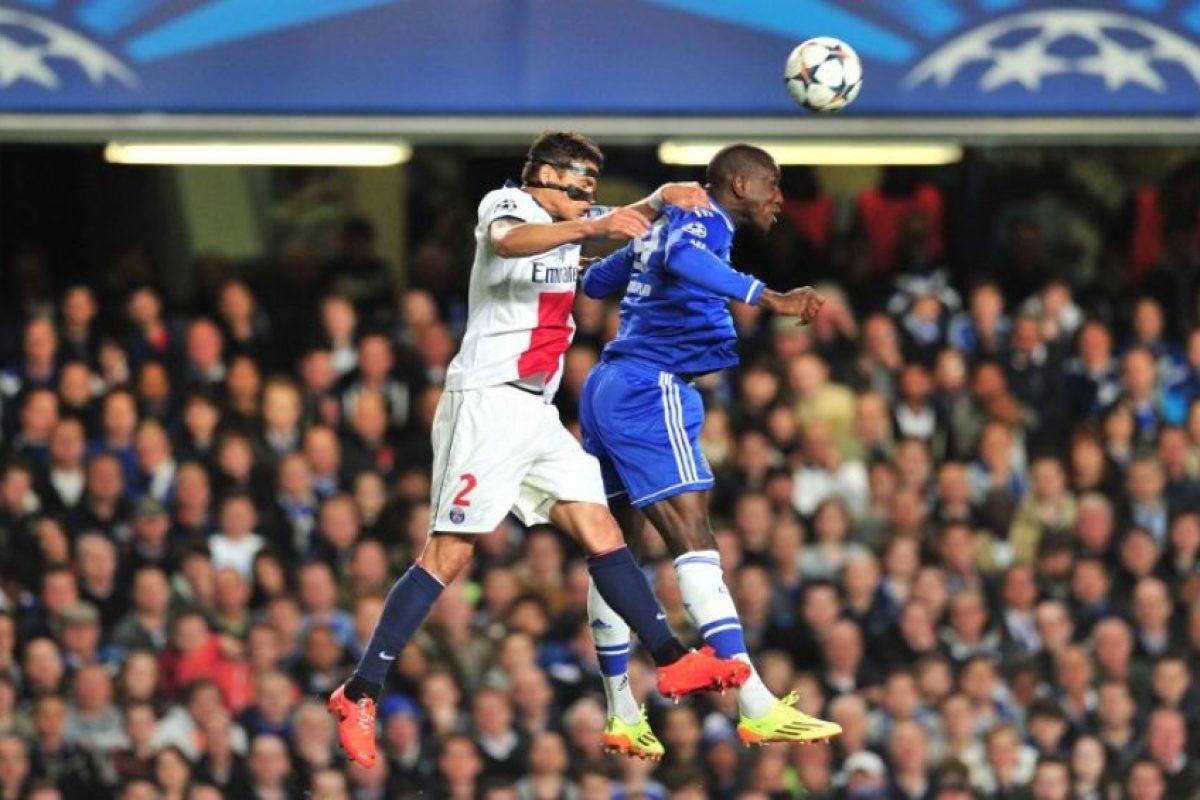 Thiago Silva y Ba luchan por el balón. Foto:AFP. Imagen Por: