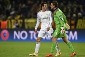 Bale encarando a Weidenfeller, portero del Borussia. Foto:AFP. Imagen Por: