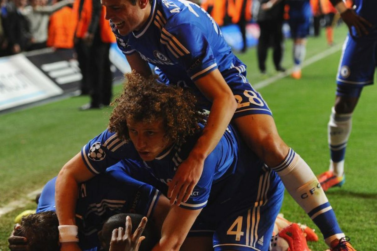 Todos los del Chelsea festejando. Foto:getty images. Imagen Por:
