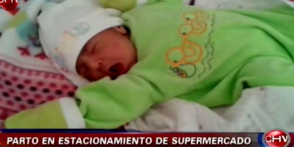 Mujer dio a luz en el estacionamiento de un supermercado