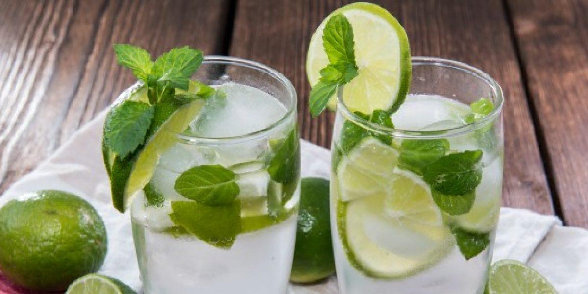 No está caro solo en Chile: Aerolíneas de EE.UU. sacan al limón de su servicio de bebidas