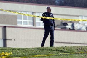 Más de una docena de estudiantes resultaron heridos después de que un hombre los atacara con un cuchillo. El sospechoso, un estudiante, está siendo interrogado por la policía local. Foto:AP. Imagen Por: