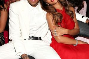 """Rihanna. Después de que Chris Brown publicó una foto con su nueva pareja, ella escribió: """"¿Cómo puedes mentirle a ella cuando te acuestas conmigo? Si no tienes una respuesta, no tienes que responder"""". Foto:Getty. Imagen Por:"""