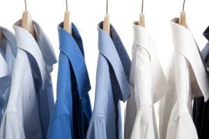 El hecho de escoger una camisa para ciertos contextos ya les hace pensar en la moda. Foto: Getty. Imagen Por: