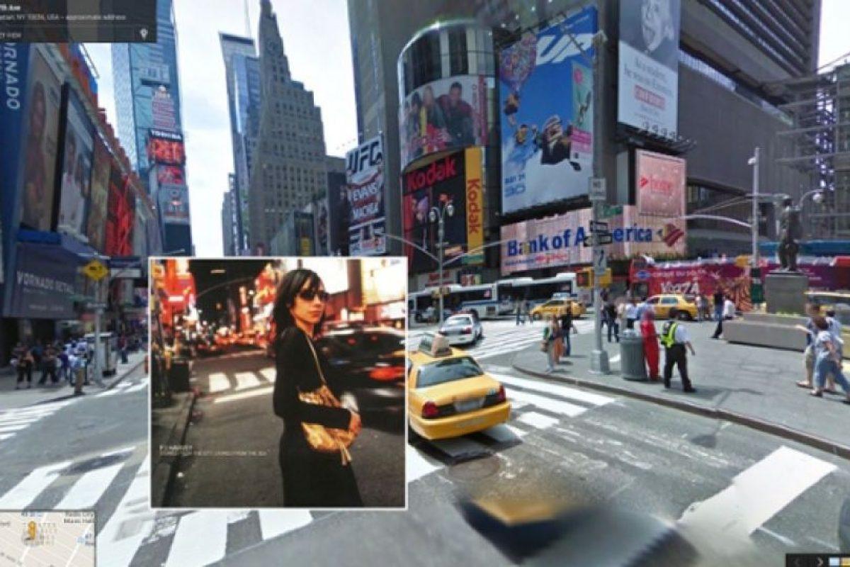 Times Square, en Nueva York, fue la locación de la portada del disco de PJ Harvey, Stories from the City, Stories fron the Sea Foto:Google Stret View-The Guardian. Imagen Por: