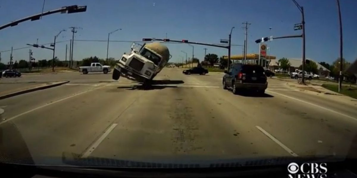 Video: Conductor sobrevive a impresionante accidente