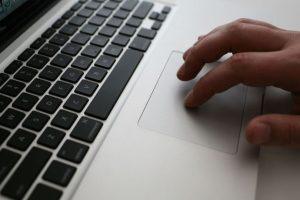 Navegar en internet tiene riesgos. Foto:getty images. Imagen Por: