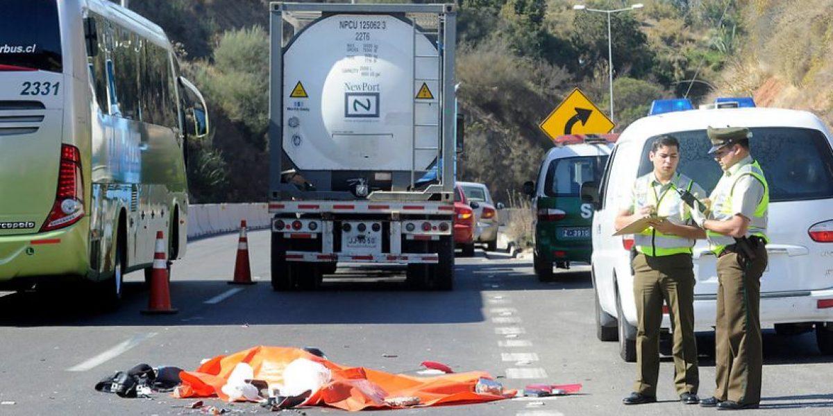 [FOTOS] Motorista muere tras choque con camión de carga en Viña del Mar