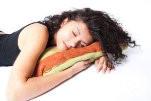 Que los adolescentes no duerman las ocho horas necesarias puede traerles problemas como pobre concentración y problemas de comportamiento. Foto:Flickr. Imagen Por: