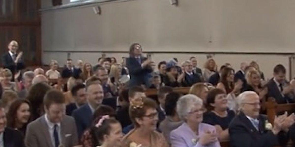 El sacerdote que impacta al mundo por su forma de cantar