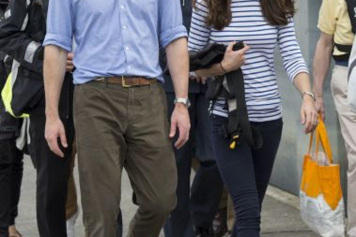 La historia de la Cenicienta se hizo realidad cuando el príncipe William se casó con Kate Middleton, su compañera de la universidad. Foto:Getty. Imagen Por: