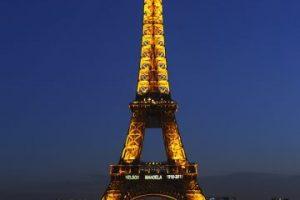 La Torre Eiffel es pintada cada siete años. Foto:Getty. Imagen Por: