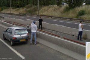 Orinar en la autopista. Foto: Google Street View. Imagen Por: