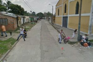 Amenazar a Google Street View con una pistola.Foto: Google Street View. Imagen Por: