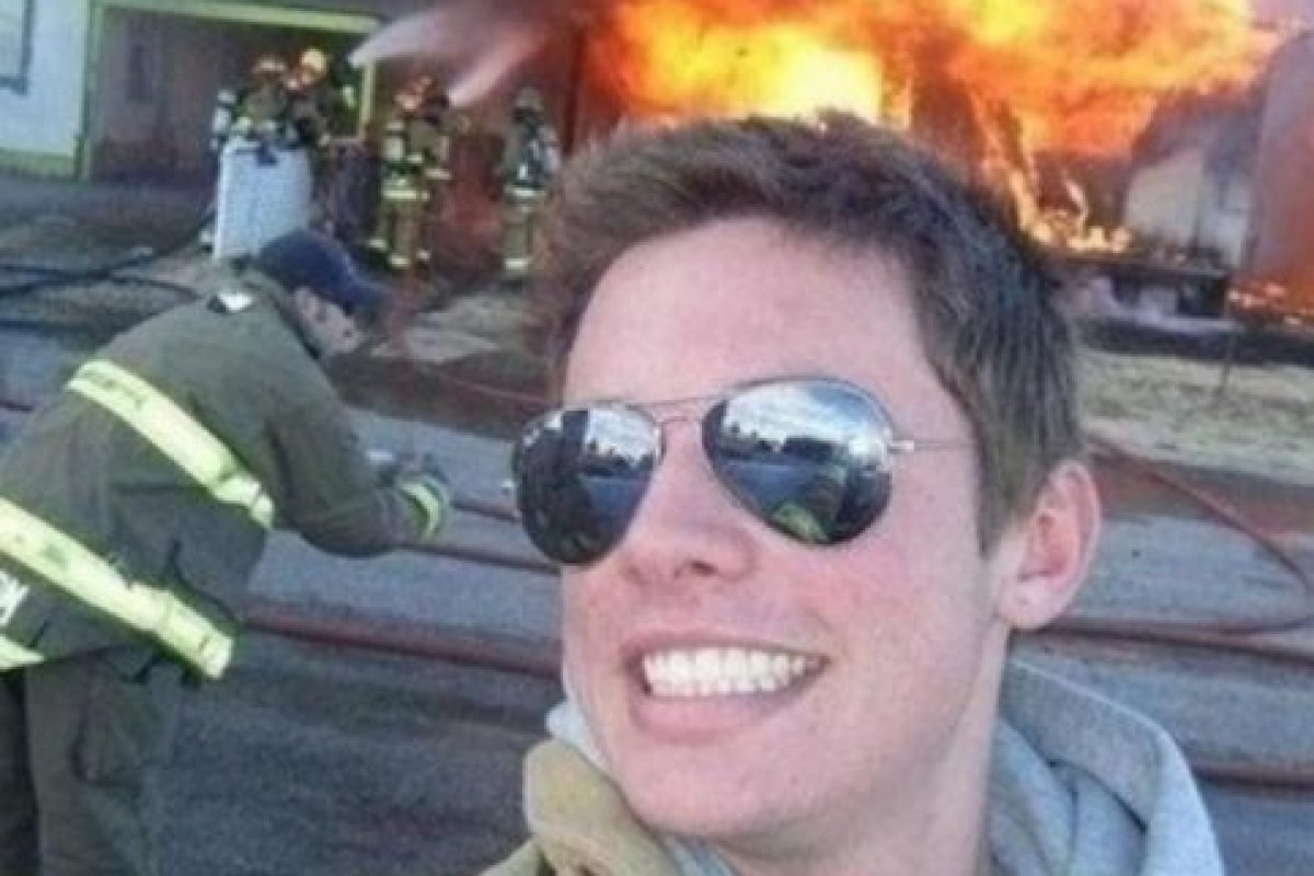 En un incendio. Foto: Selfies at serious places / Tumblr. Imagen Por: