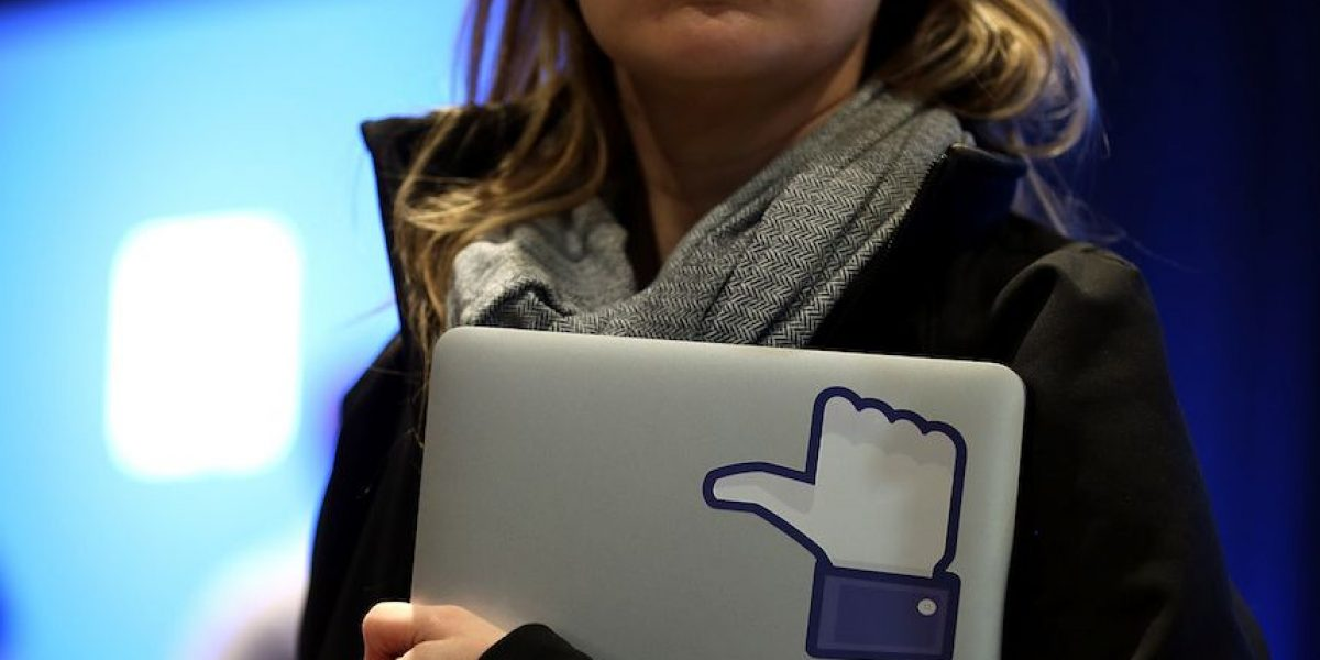 Estudio: Selfies y fotografías de Facebook pueden afectar autoestima de las mujeres