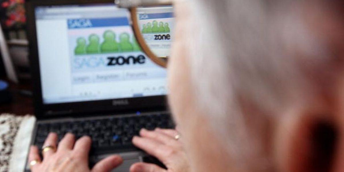Adultos mayores podrían mejorar su memoria si usan redes sociales