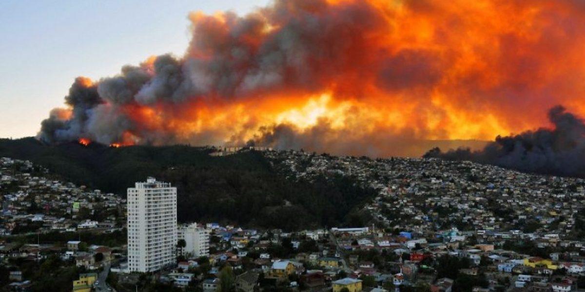 FOTOS: Asi retrató la Agencia AFP el incendio en Valparaíso