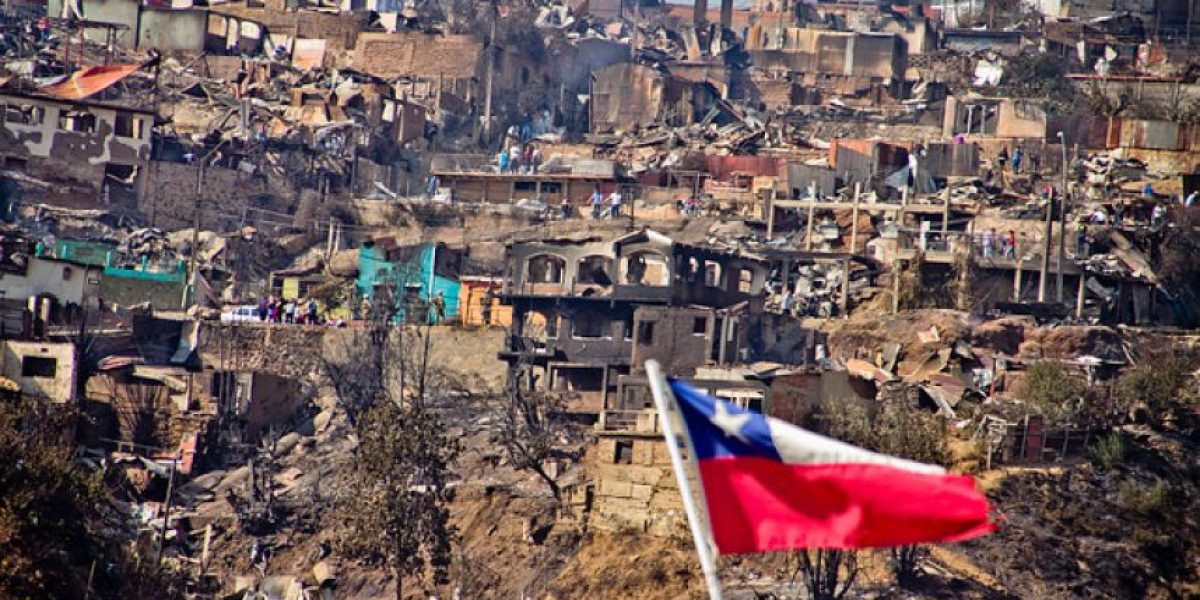 Galería: Dolor y pesar en Valparaíso tras gigantesco incendio