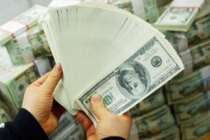 """""""Si gastan 10 mil dólares al año, en 2 mil 809 años es seguro que ganen"""", OMG Facts Foto:Getty. Imagen Por:"""