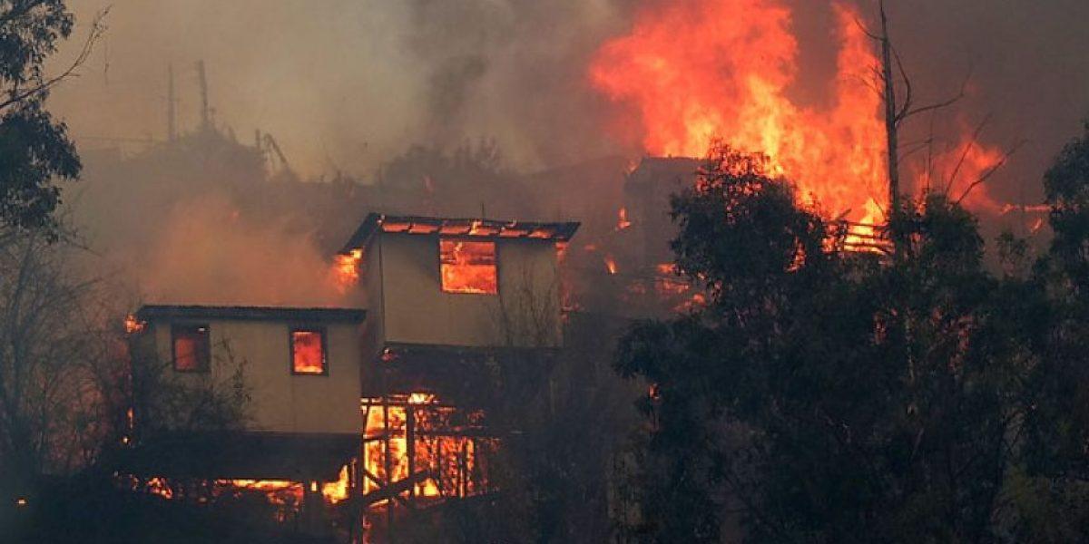 Incendio en Valparaíso: Aumenta número de personas fallecidas y a 8.000 los damnificados