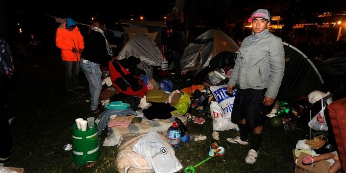 Galería: La dura noche de los damnificados del incendio en Valparaíso