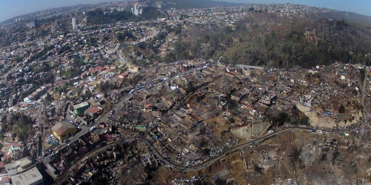 [FOTOS] La devastación tras el incendio en Valparaíso vista desde el aire