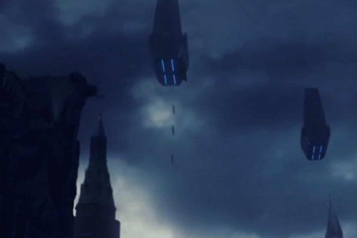 Los centinelas cayendo de su nave. Foto:YouTube / X-Men. Imagen Por:
