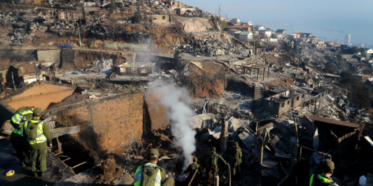 Cerca de 50 familias feriantes fueron damnificadas por incendios en Valparaíso