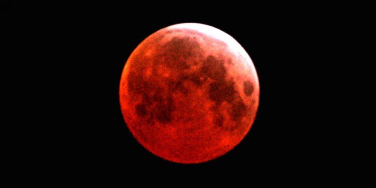 A esto se deberá que la Luna se vea del color de la sangre
