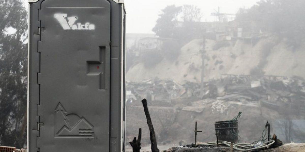 Baños químicos: La gran carencia de los damnificados en Valparaíso