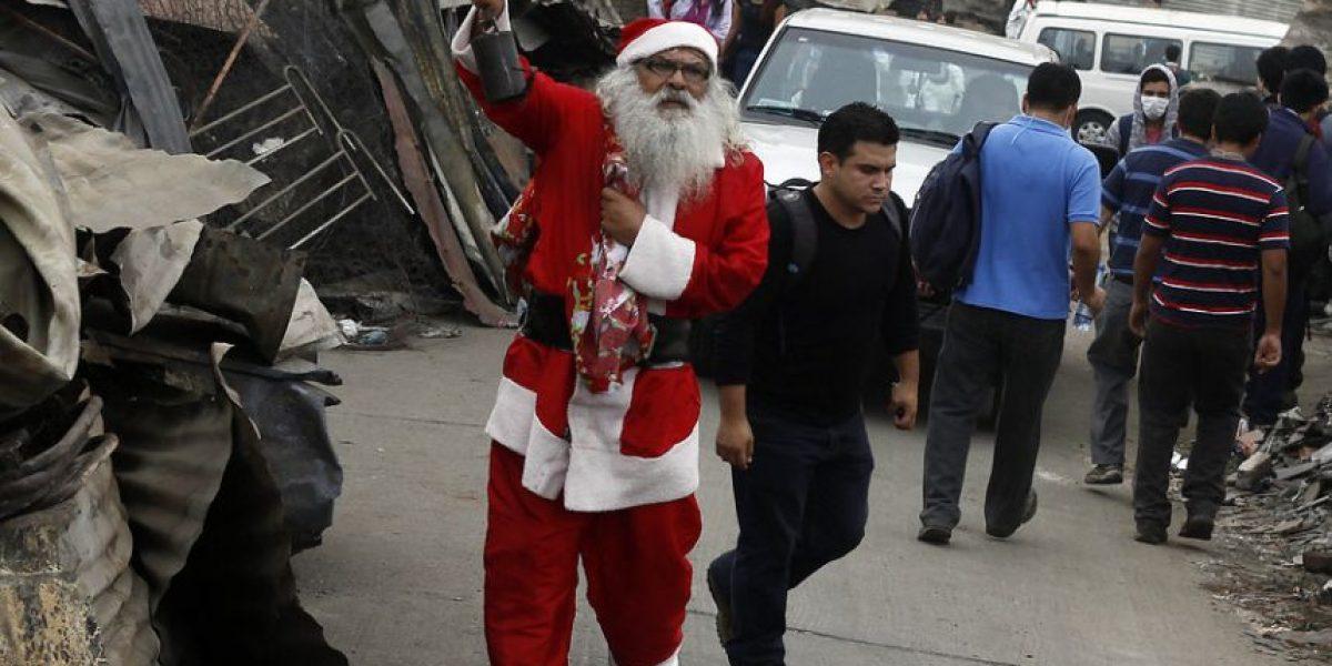 [FOTOS] El Viejito Pascuero se adelantó y llegó a visitar a los niños de Valparaíso