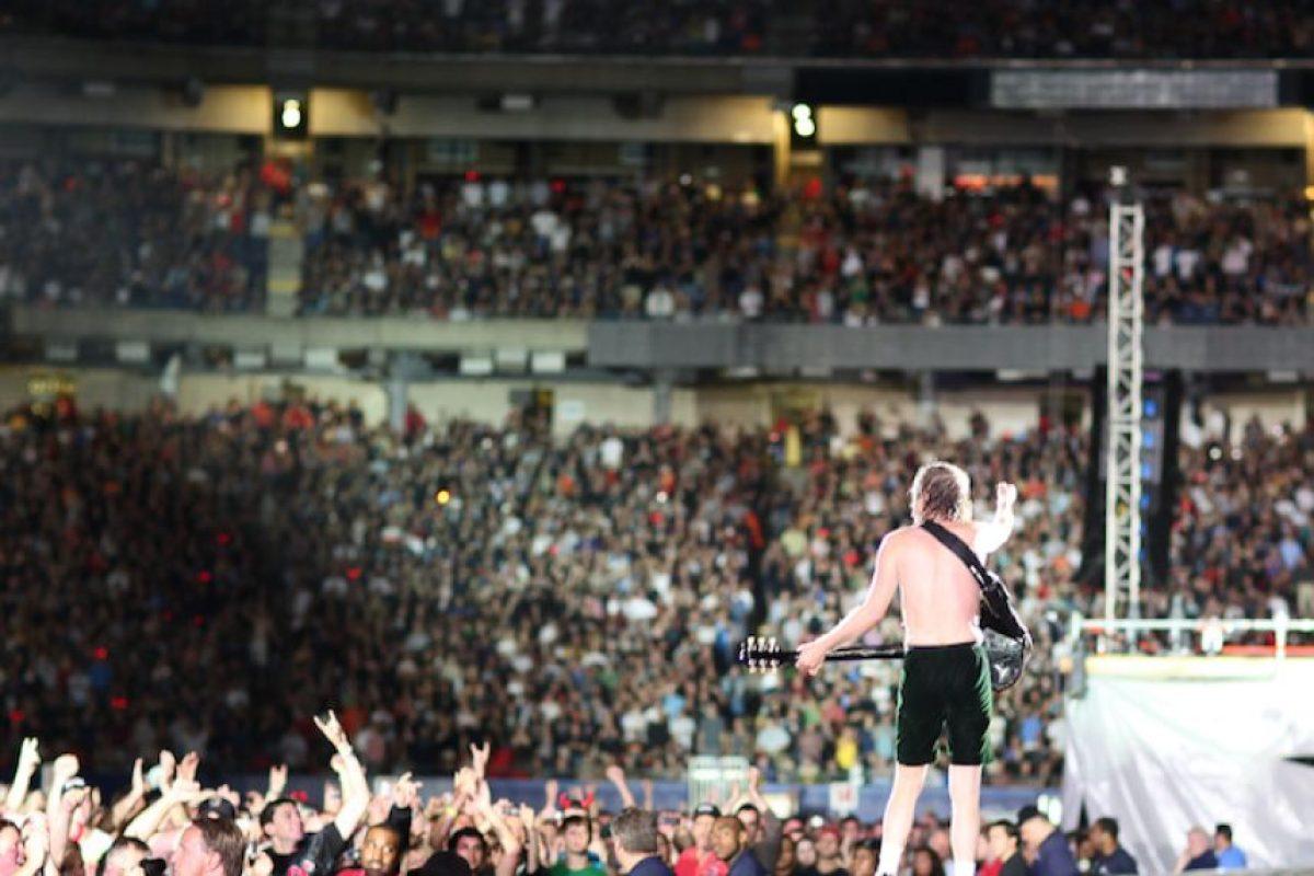 Angus Young Foto:www.acdc.com. Imagen Por: