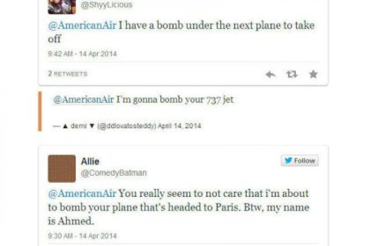 """""""Tengo una bomba bajo el avión que está a punto de despegar"""". / """"Bombardearé su jet 737"""". / """"Parece no importarles que estoy a punto de bombardear el avión que se dirige a París. Por cierto, mi nombre es Ahmed"""". Foto:Captura de pantalla / Twitter. Imagen Por:"""