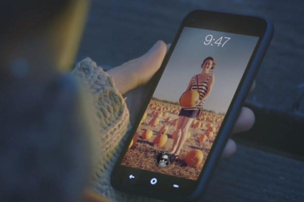 Facebook solamente personalizó un Android, pero hace que todo gire en torno a la red social. Foto:Facebook. Imagen Por: