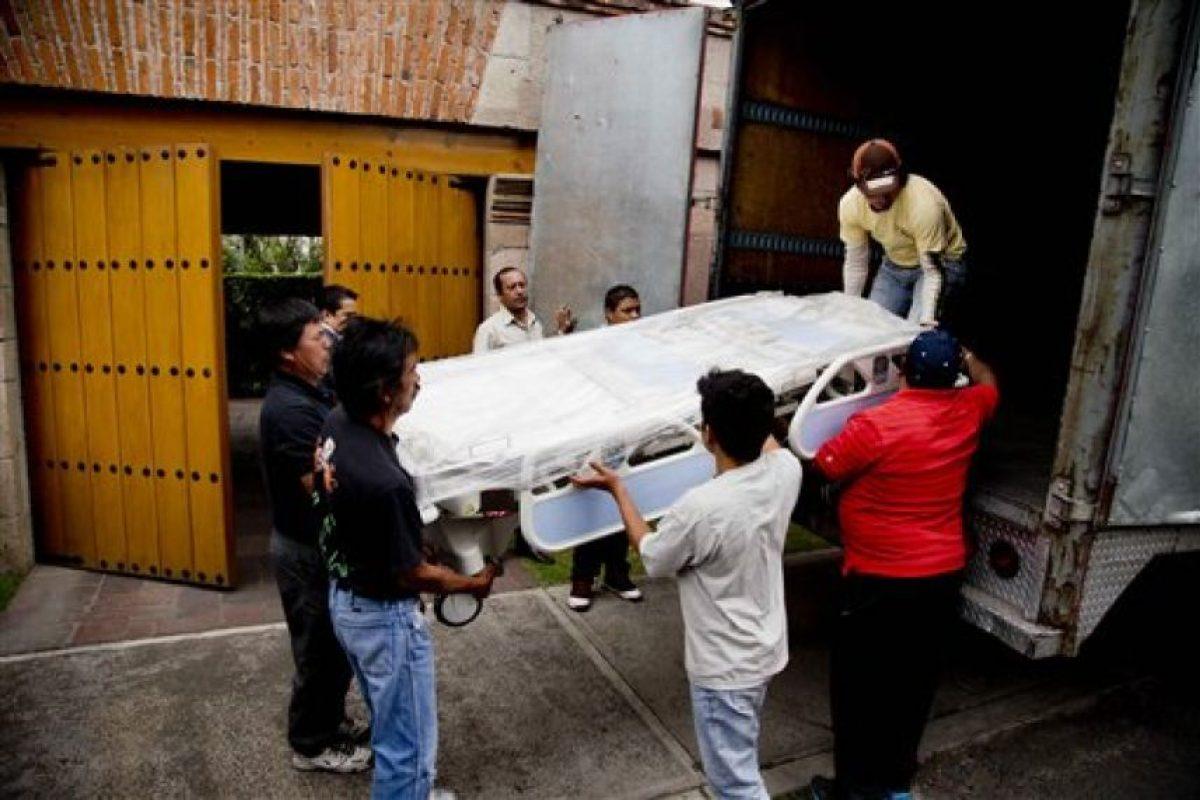 Llegada de Gabriel García Márquez a su casa tras dejar el hospital Foto:AP. Imagen Por: