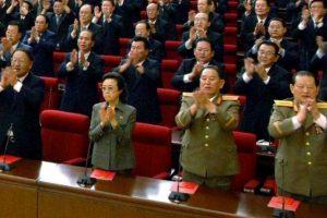 La tía del líder que podría ser ejecutada, Kyong-hui (primera fila, segunda de izquierda a derecha). Foto:AFP. Imagen Por: