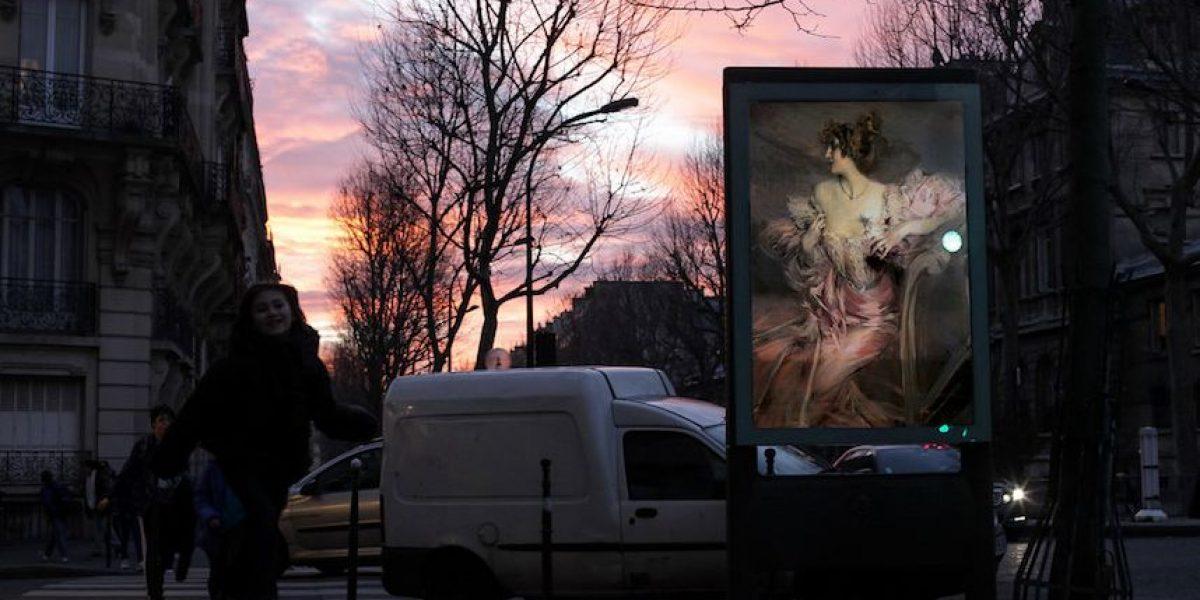 Fotos: Artista sustituye anuncios publicitarios por obras de arte clásicas