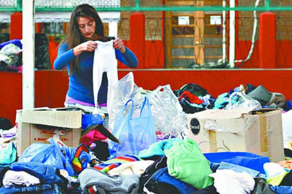 Entre 100 mil y 250 mil pesos se le entregará a cada familia, según su número de integrantes, para que puedan comprar ropa. Se hará a través de un vale que deberán retirar en la Intendencia de Valparaíso.. Imagen Por:
