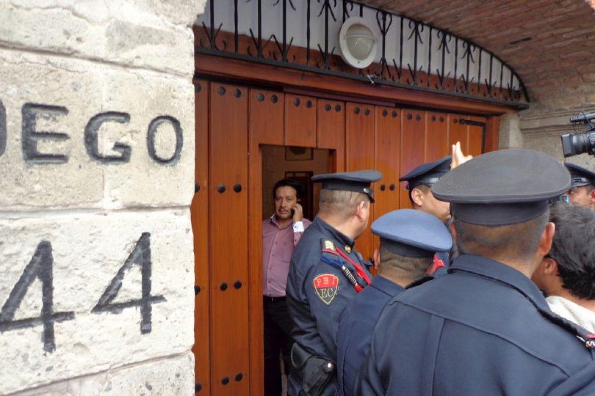 Genovevo Quiroz, chofer del escritor custodió la entrada de personas a la residencia. Foto:Miladys Soto. Imagen Por: