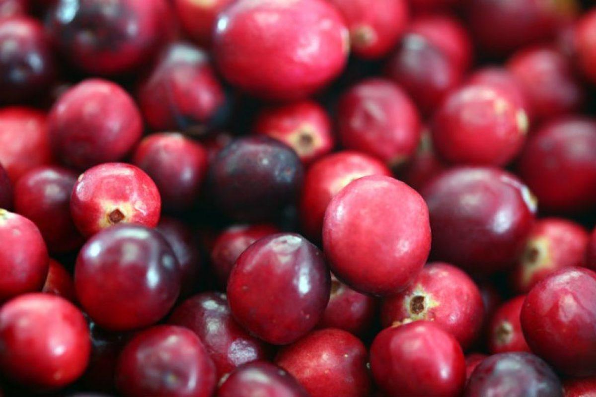 Se recomienda beber jugo de arándano. Foto:getty images. Imagen Por: