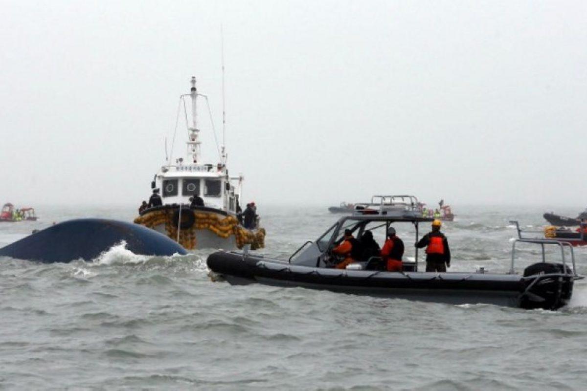 Momento en que se hundió por completo el ferry accidentado en Corea del Sur. Foto:AFP. Imagen Por:
