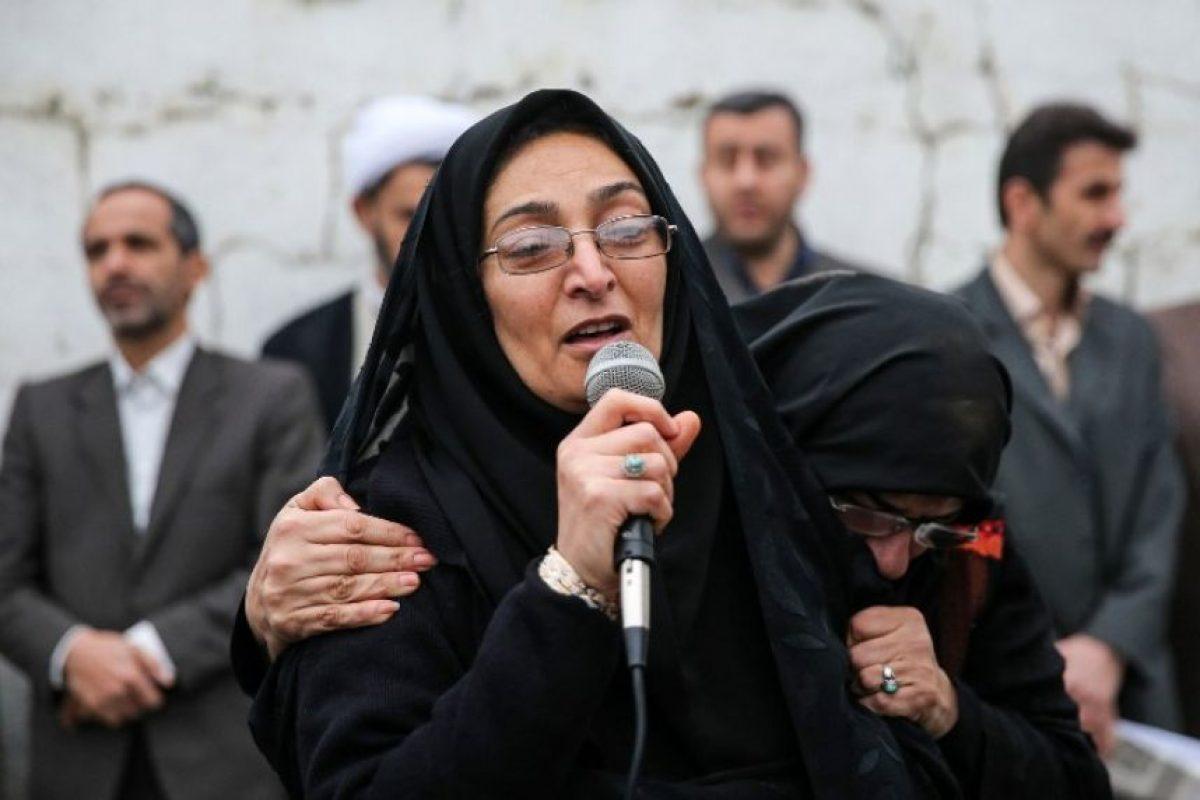 Maryam Hosseinzadeh, la madre del joven asesinado, dijo a la multitud que no podía perdonar al condenado. Foto:AFP. Imagen Por: