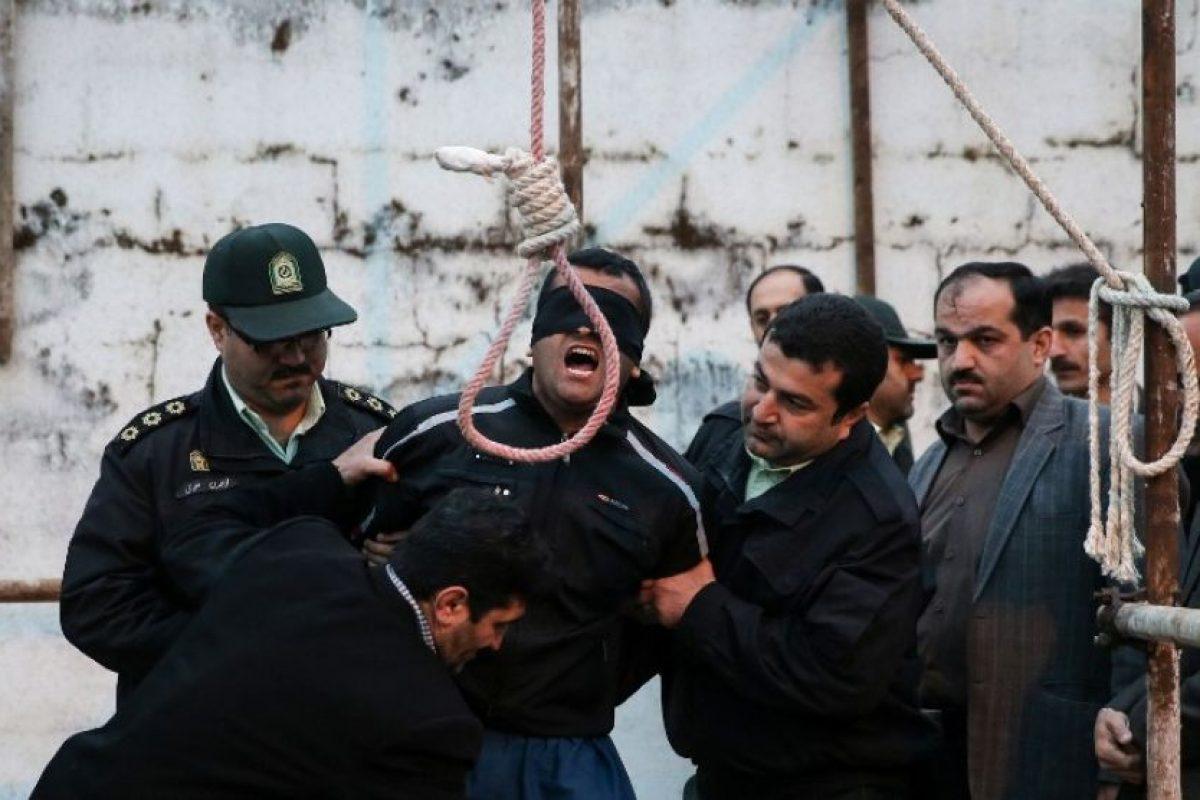 Balal grita y reza antes de que le sea colocada la soga en el cuello. Foto:AFP. Imagen Por: