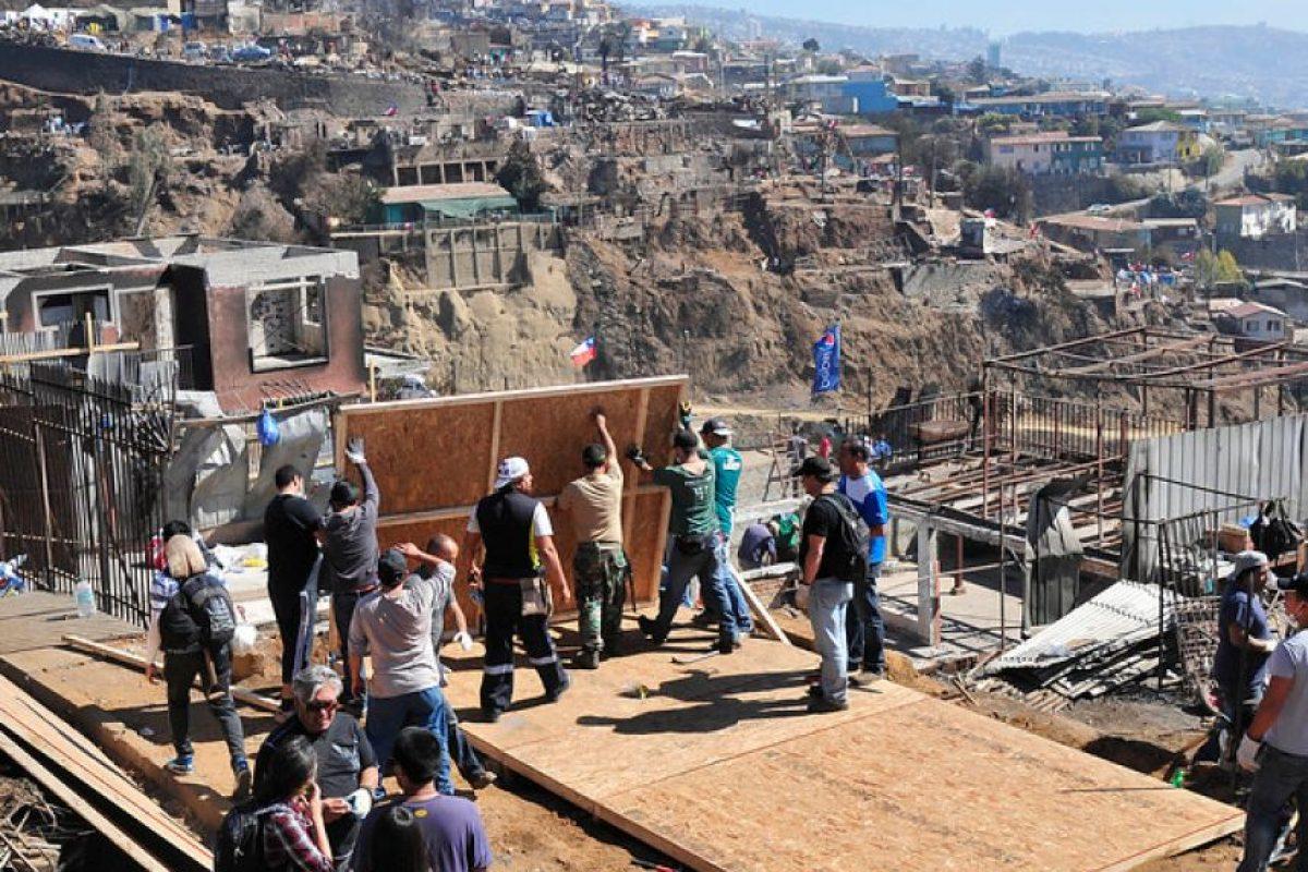 Foto:Agencia Uno / Reconstrucción Valparaíso. Imagen Por: