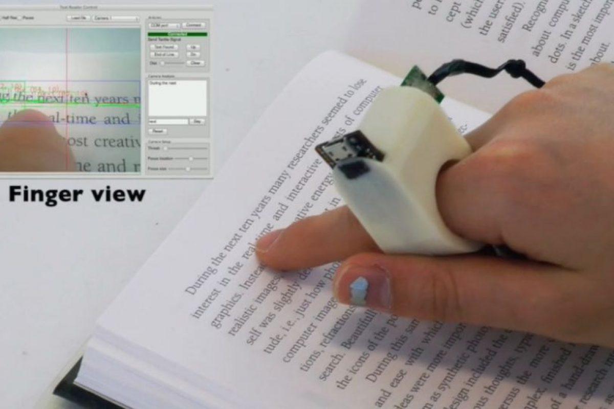 El usuario debe pasar su dedo por la línea de texto. Foto:Fluid Interfaces. Imagen Por: