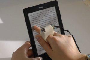 Inclusive puede leer en aparatos como el Kindle. Foto:Fluid Interfaces. Imagen Por:
