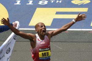 El estadounidense Meb Keflezighi se llevó el primer lugar en el maratón Foto:AFP. Imagen Por: